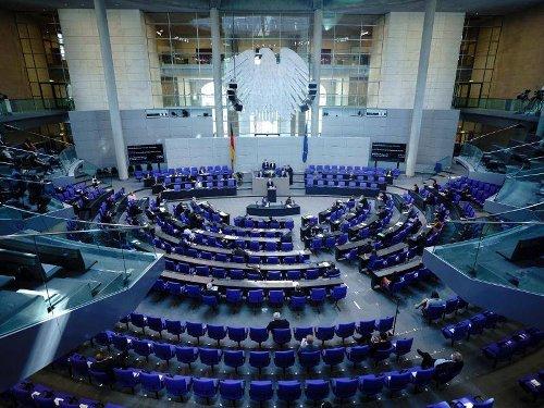 Umwelt: Heftiger Schlagabtausch im Bundestag zum Klimaschutzgesetz