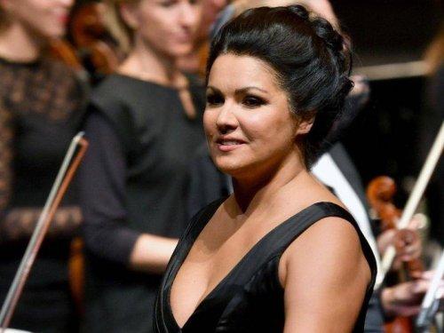 Sopranistin: Anna Netrebko: Schulter-OP und Kochbuch statt Bühne