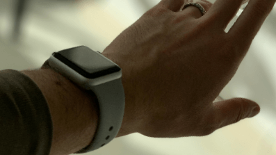 Facebook Smartwatch: Dual Cam with Removable Display