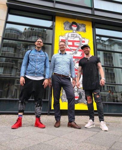 HOPE OF TOMORROW: Die Berlinweite Urban Art Kampagne von RON MILLER sendet Botschaften der Hoffnung an den Rest der Welt