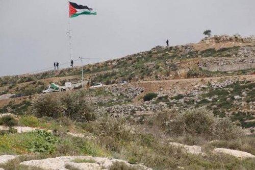 """قرار إسرائيلي بإخلاء بؤرة """"أفيتار"""" الاستيطانية على جبل صبيح في بيتا"""