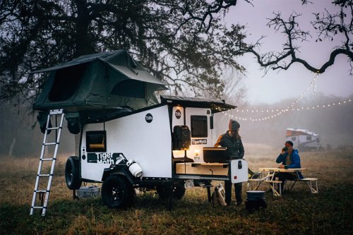 This trailer comes equipped with a 360-degrees rotating hitch to keep you off-grid for seven days