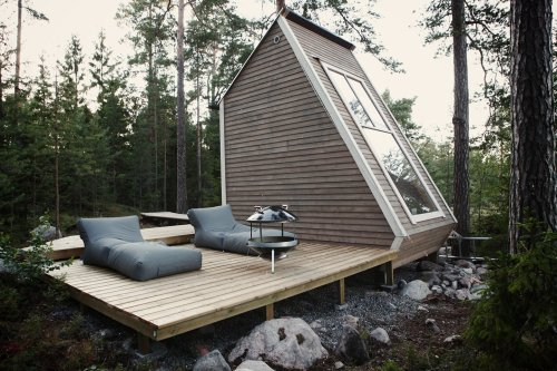 This bilevel tiny cabin comes with a 100-square-foot floor plan that cost only $10.5K to construct! - Yanko Design