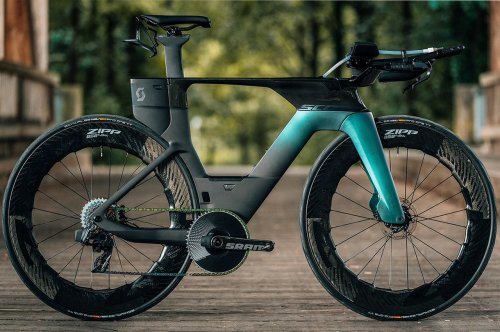 This fastest triathlon bike by design comes with a built-in hydration system and adjustable parts!