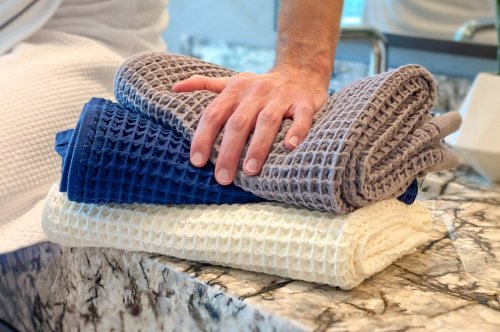 This Smart Bath Towel is designed to soak water as a super sponge waffle. Here's why it's a shower game changer