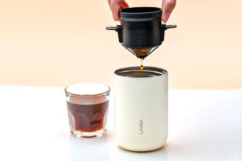 This tiny coffee maker can grind, brew, and filter your coffee beans… and it's the size of a Starbucks cup