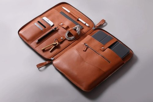 Harber London's leather folio gives you a dapper way to store all your work accessories and tech!