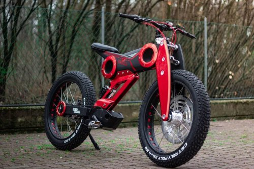 This head-turning Italian bicycle looks like a dirt bike, but it's actually a pedal-powered bicycle!