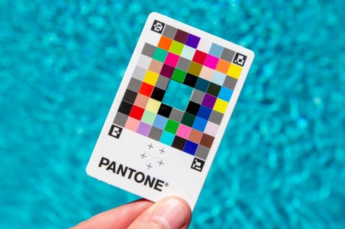 Pantone's $15 rainbow card turns your smartphone camera into a highly accurate Color-Picker
