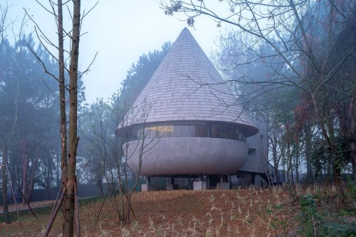 This mushroom-shaped home is the perfect example of architecture meets nature!