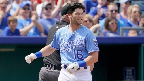 Royals place OF Andrew Benintendi on IL with rib injury