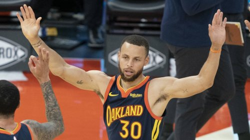 Stephen Curry joins Michael Jordan, Kobe Bryant in elite company