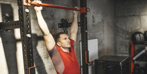 Men Over 40 Should Use the Hanging Leg Raise to Train Their Abs