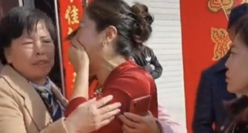 Mother discovers son's bride is her daughter on their wedding day