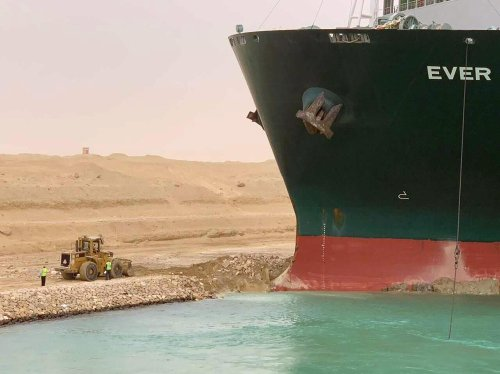 Giant ship stuck in Suez Canal poses 'catastrophic' problem