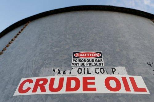 Texas oil pipelines face dry months as production languishes
