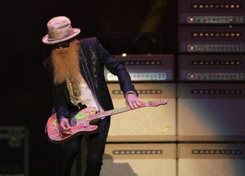 With new bassist, ZZ Top delivers its bearded boogie in Wayzata