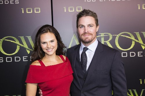 Stephen Amell confirms he got into argument with wife on flight, but wasn't 'forcibly removed'