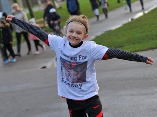 """""""For Jordan"""": Leeds United fan starts movement to hold up number 7 shirts in memory of tragic nine-year-old"""