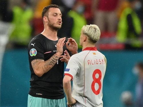Arnautović apologises and denies being a racist after outburst at Alioski