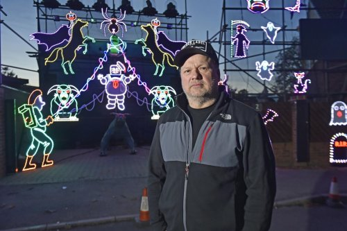 """Leeds residents flock to incredible """"Halloween House"""" - complete with 400,000 lights and unique Ghostbusters show"""