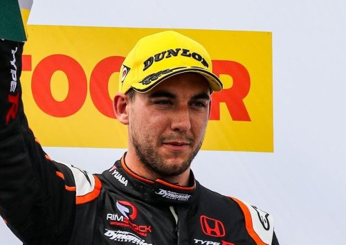 Dan Cammish holds his nerve to clinch record third Porsche Carrera Cup title