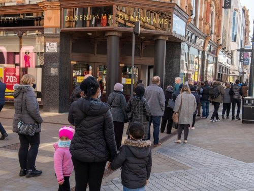 Leeds rammed with shoppers and drinkers as crowds flock to enjoy beer gardens and shopping centres