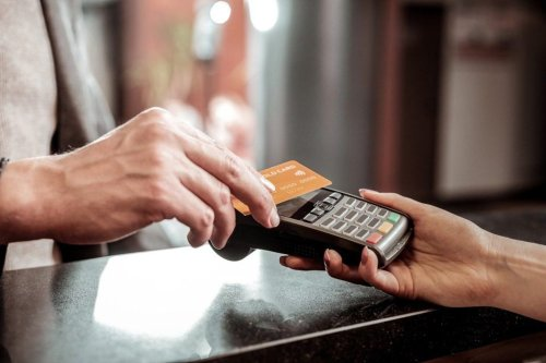 Lloyds Banking Group gives customers power to set own contactless limit
