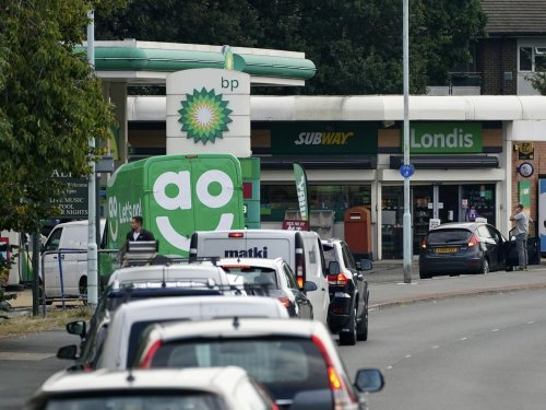 Petrol panic buying causing 'really serious problems' as pumps run dry - with queues across Leeds