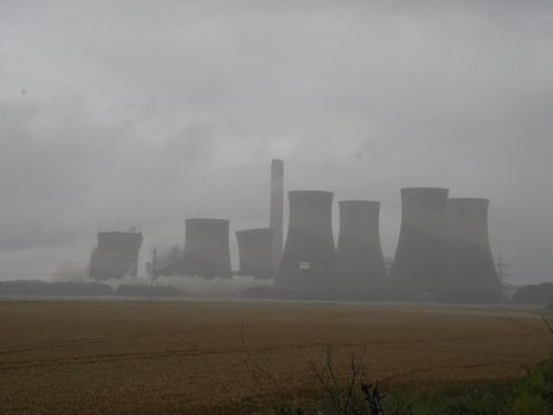 Watch the moment landmark towers at Eggborough Power Station were demolished