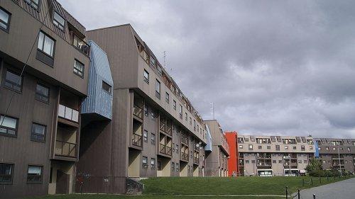 El viento se rinde ante el muro habitado de la ciudad de Fermont