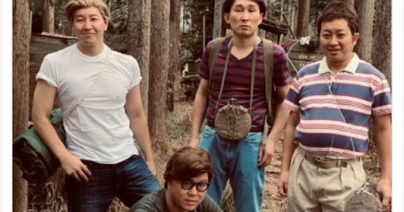 チョコプラ&シソンヌが映画『スタンド・バイ・ミー』の少年4人を完全再現してる…! よく見ると全然似てなくてじわります