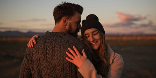 10 Things Women Do To Attract Men (That End Up Scaring Them Away Instead)