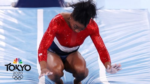 Simone Biles stumbles on vault before pulling out of team final