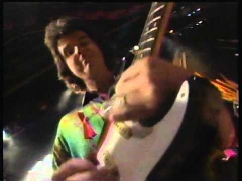 "ACM Awards 1992: Actor Joe Pesci Joins Travis Tritt For Rockin' ""Bible Belt"" Performance"