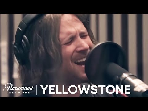 """Rip & Beth Dancing To Whiskey Myers' """"Stone"""" Is An Underrated Moment For Everybody's Favorite Yellowstone Couple"""