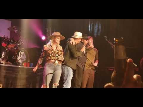 "Miranda Lambert And Kid Rock Join Hank Williams Jr. For ""Family Tradition"" At Billy Bob's Texas"