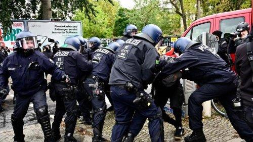 """Berlin: Polizei: 46 verletzte Beamte bei """"Köpi""""-Räumung"""