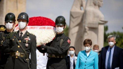Kramp-Karrenbauers schwierige Reise zu Nato-Partner Türkei