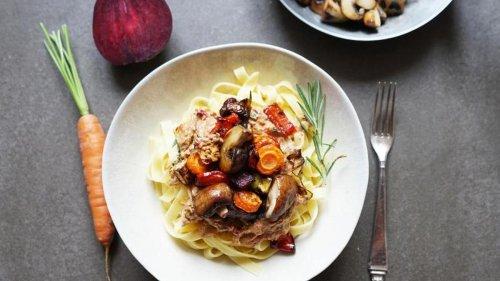 Herbstnoten: Tagliatelle mit Rosmarin-Röstcreme und Ofengemüse