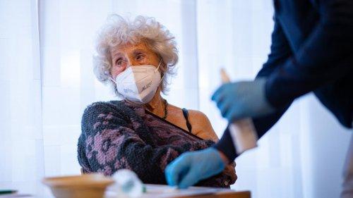 Corona-Pandemie: Fast alle Pflegeheimbewohner laut RKI geimpft