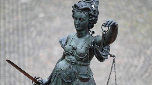Kriminalität: Sohn soll Mutter mit Hammer erschlagen haben: Prozessbeginn