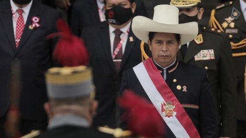 Peru: Pedro Castillo als Präsident vereidigt