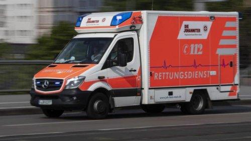 Kind von Auto mitgeschleift und schwer verletzt
