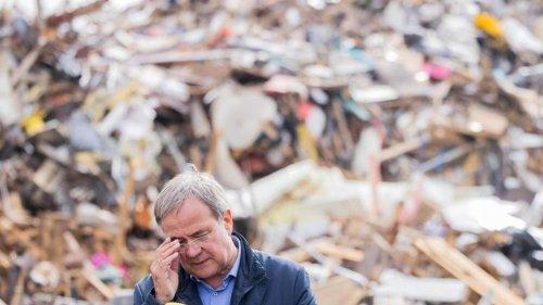 Unwetterkatastrophe: Laschet unter Druck: Hochwasser-Betroffene beklagen Versagen