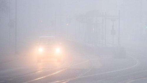 Unfälle: Auto überschlägt sich bei starkem Nebel: Fünf Verletzte