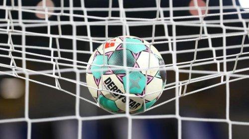 Fußball: Anton und Thommy im VfB-Training - Silas steigert sich