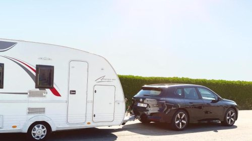 Elektromobilität: Anhänger hinterm Stromer: So stark sinkt die Reichweite