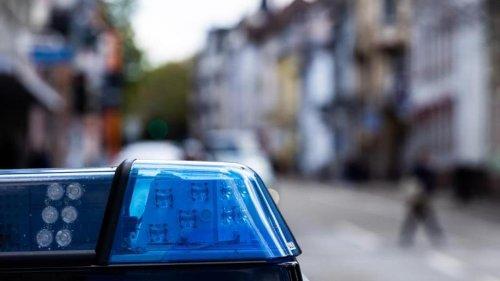 Kriminalität: Gelsenkirchen: Angreifer schlägt mit Glasflasche