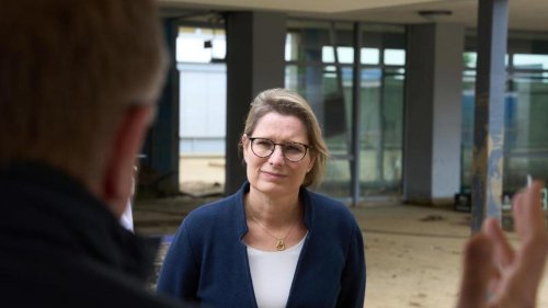 """Wetter: Hubig besucht Schule: Suche nach """"kreativen Lösungen"""""""